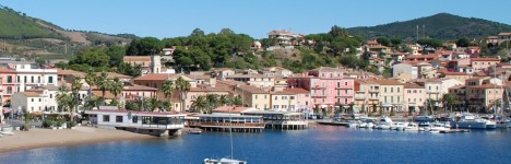 A dinner on the island of Elba in the enchanting atmosphere of the restaurant by the sea